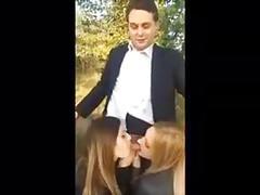 Giovani ragazze pompino italiano al parco