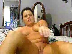 Horny milf has fun with veggies