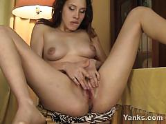 Yanks sexy brunette babe makes her pussy wet
