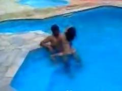 Mexican teens fuck in the swimming pool