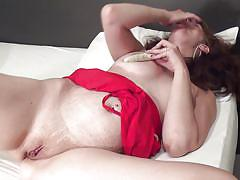 Mature has a great time with her sex toys
