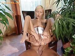 Blonde please her cunt through licking and fucking