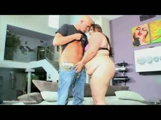Webcam slut bella bendz fucks her first cock on camera