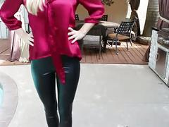 Sexy leggings girl (no porn)