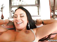 Hot milf mariah milano knows to play