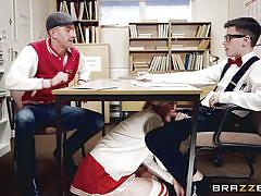 Cheerleader fucked in detention