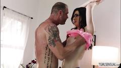 Masseuse tranny stefani gives dudes cock a blowjob