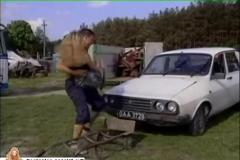 Fuck on a old dacia car in the junkyard