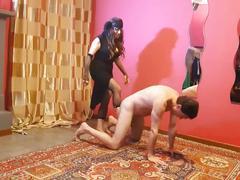 Ballbusting: lady agata prende a calci nei coglioni andrea dipre