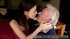 Old man wants to make her cum