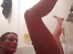 Taking a bath / voyeur