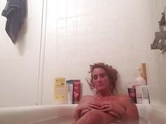 Taking a bath / voyeur