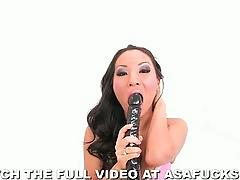 Asa akira and a big black dildo in her tight ass