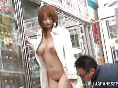 Exhibitionist bitch gets horny in supermarket