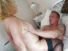 Hard fuck for mature blonde