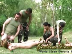 Orgia al aire libre en el ejercito (porno argentino)