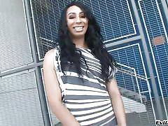 Light skinned ebony tranny loves to stroke off
