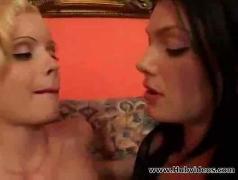 Hot lesbians 00