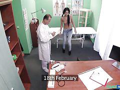 Hot slutty chick thanks her doc by sucking his dick