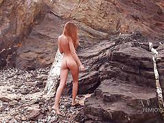 Beautiful babe exposing her nude body