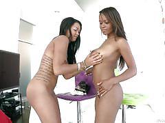 Threesome with two ebony sluts @ deep throat league