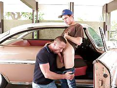 Hunk sucks cute twink in a vintage car