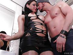 Stunning tranny gets sucked, rimmed and fucked @ rogue adventures #41