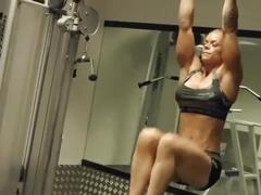 Su muscle training shredded body