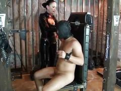 Latex domina trains her slave object to obey and worship 02