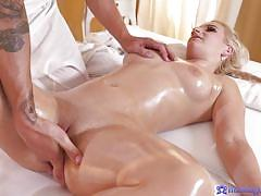Masseur oils her up and fucks her