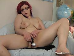 Yanks nasty amateur dildo fucks her warm slot