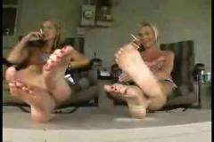 Bellas chicas mostrando los pies!