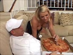Big sausage pizza: threesome with the pizza delivery boy ffm